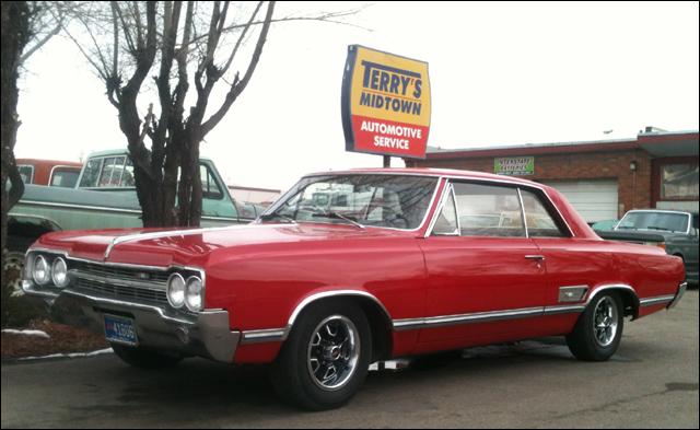 Monte_B_Cowboy-1966_red_olds_442.jpg