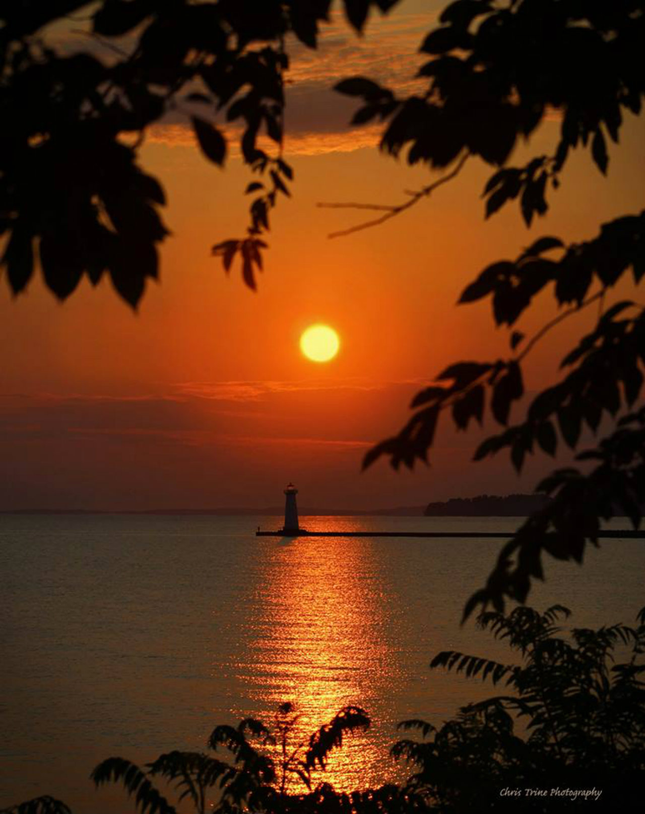 Lighthouse in Sodus at sunset (photo)