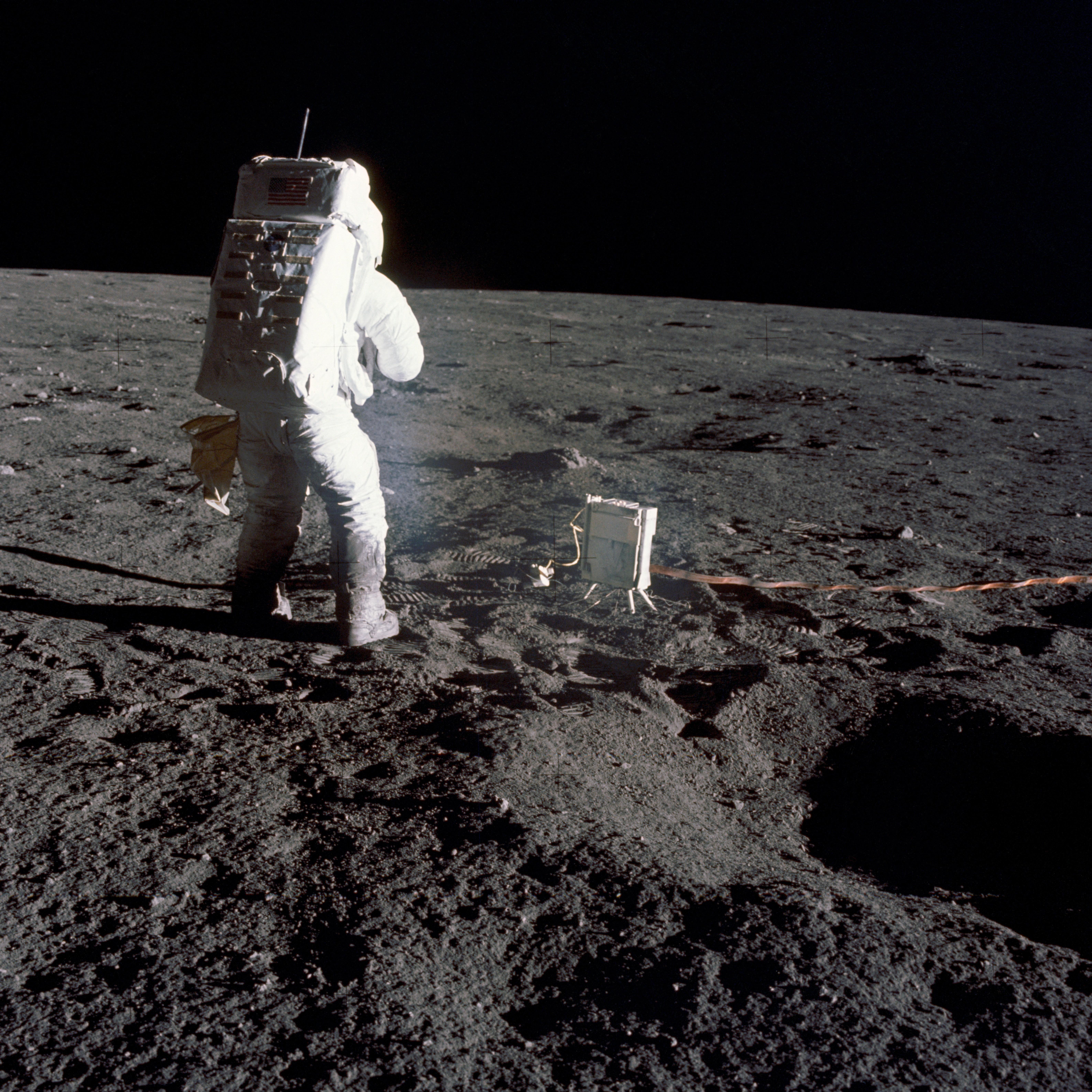 Реальные фото луны из космоса подозревал, что
