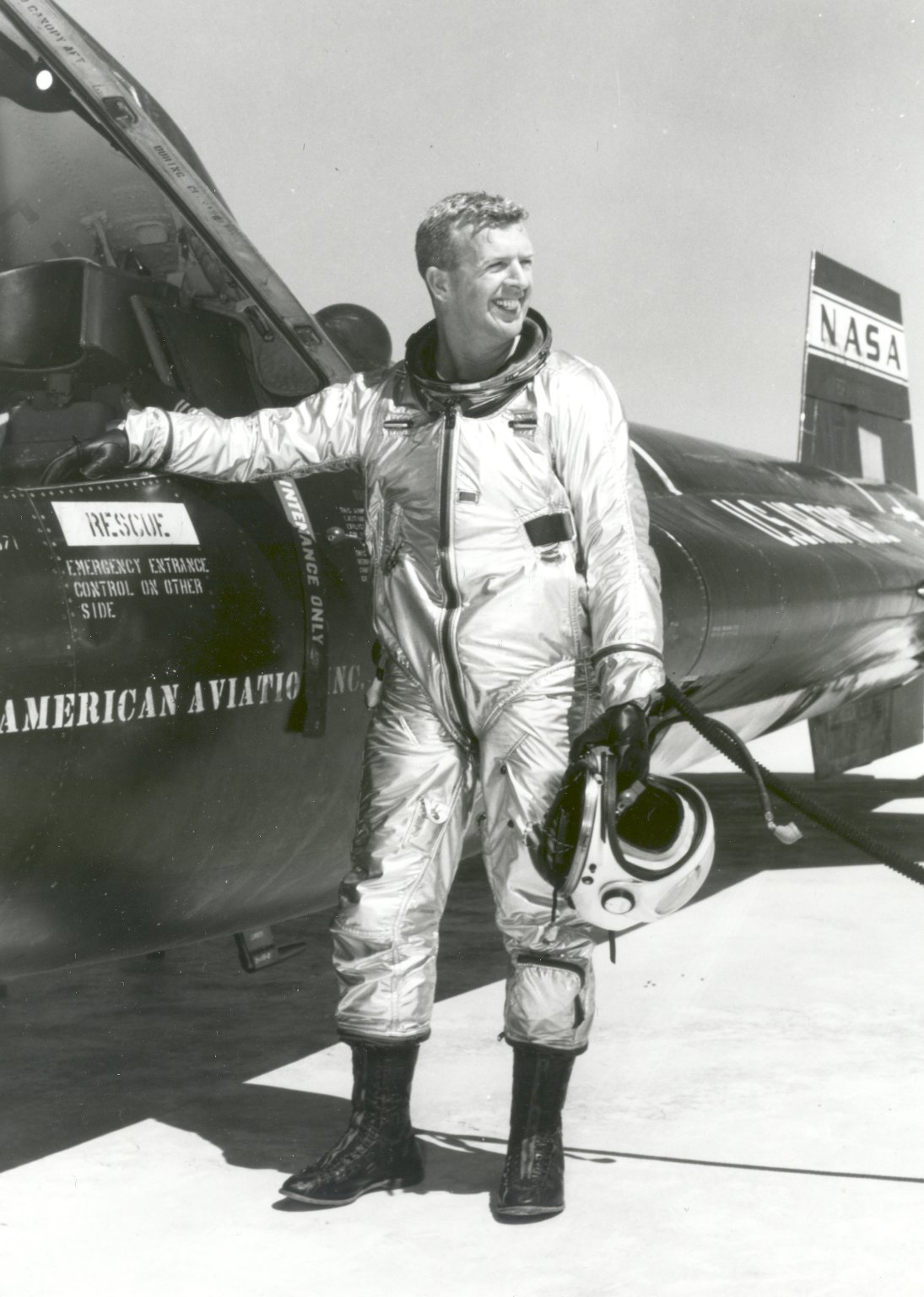 Joe Walker beside an X-15 following a 169,000-foot altitude flight<br />NASA photo, 30 March 1961 GPN-2002-000012.jpg