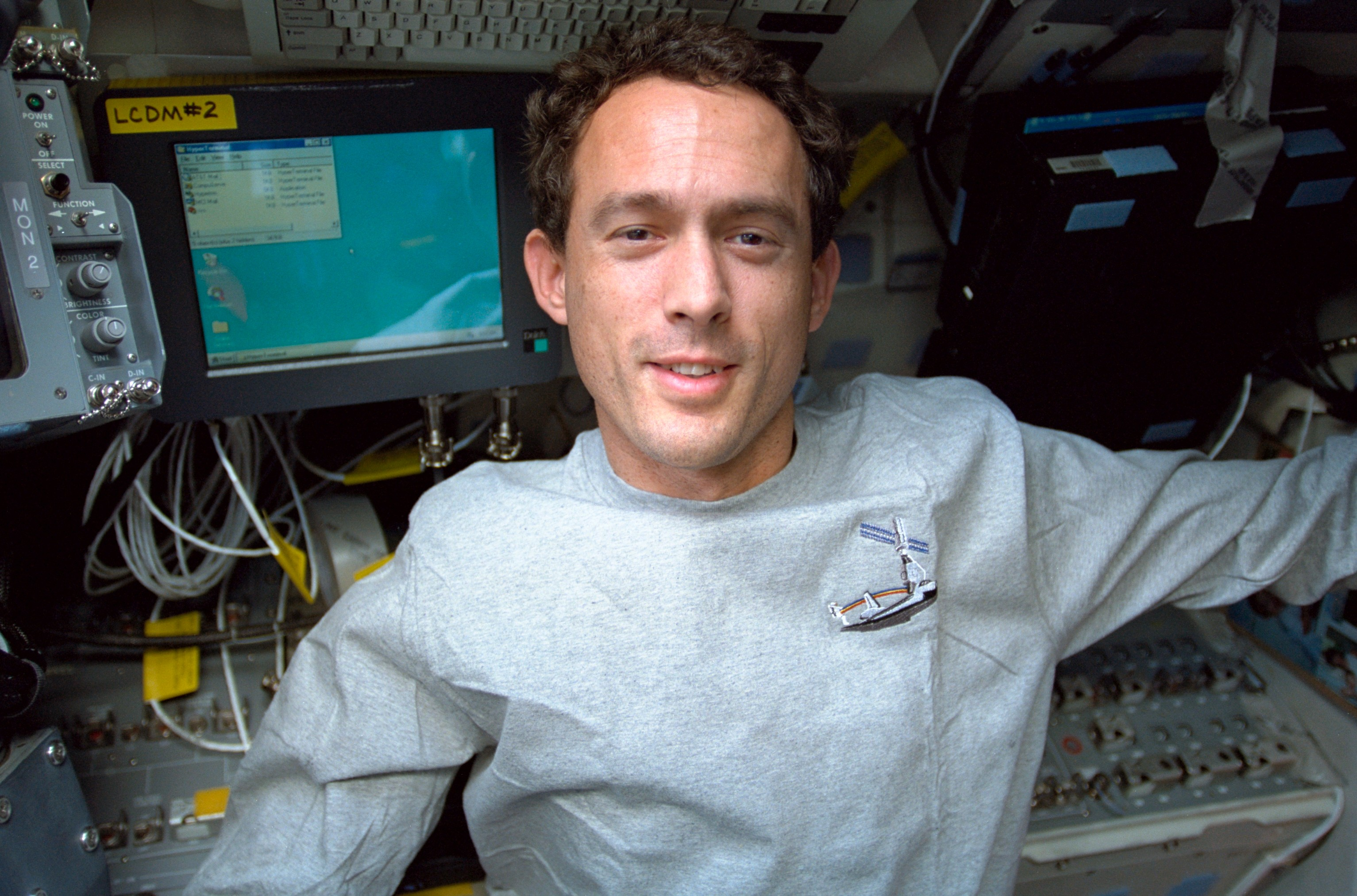 Newman and Krikalev on the Endeavours flight deck : NASA
