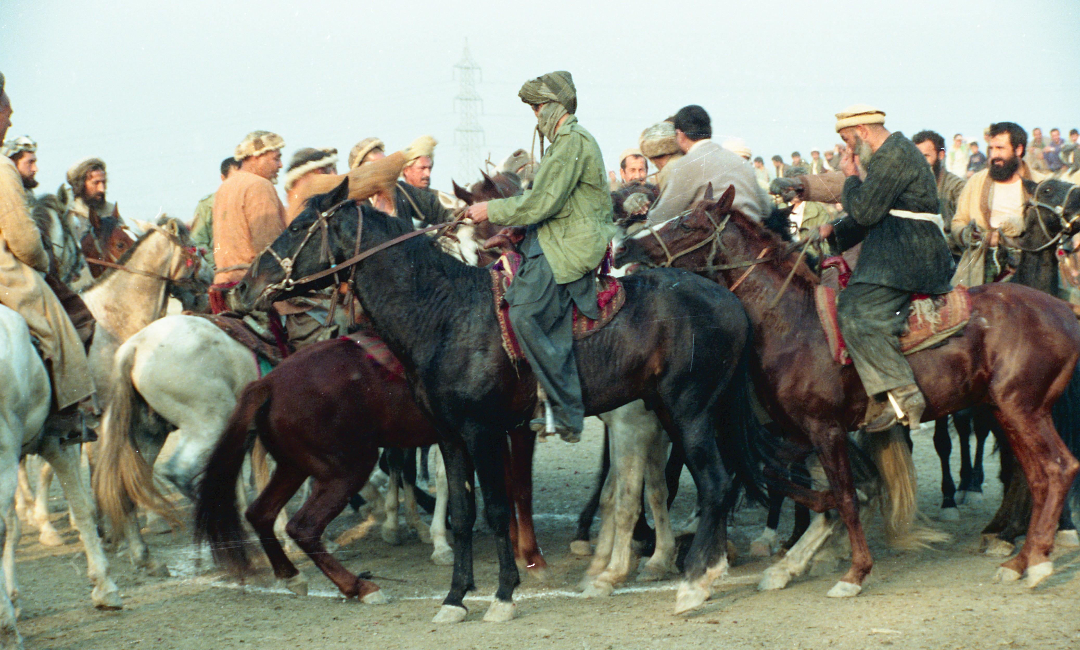 Afghan refugees playing Buzkashī (Goat grabbing) game  : Ḥabibullah