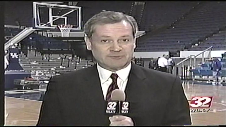 Wlky 32 Louisville Ky News At 11 Complete Wcommercials Dec 17 2005